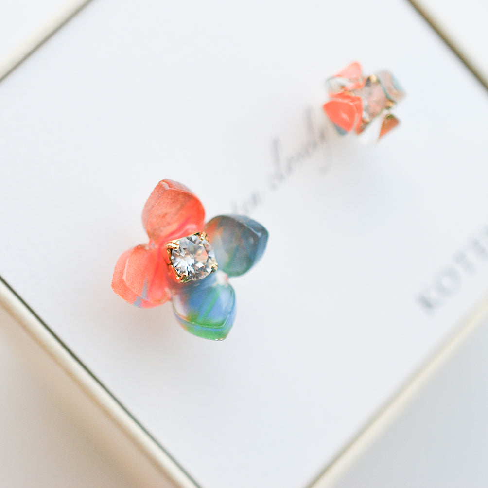 Flower Moment pierced earrings