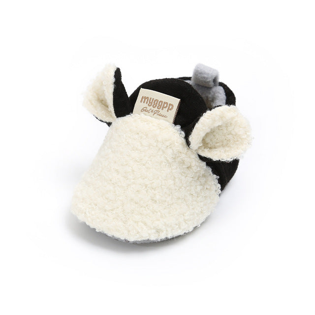 Adorable sheep slippers, keep those little feet warm!