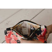Load image into Gallery viewer, Flower leather photo purse