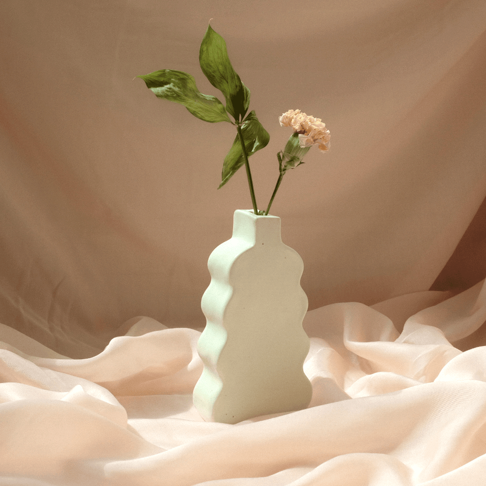 Load image into Gallery viewer, Ripple Bud Vase