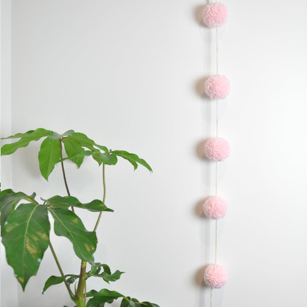 Load image into Gallery viewer, Pompom Garland
