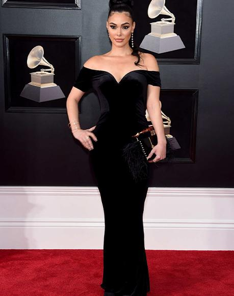 Actress Anabelle Acosta with L'alingi Jasmina feather clutch at the Grammy Awards
