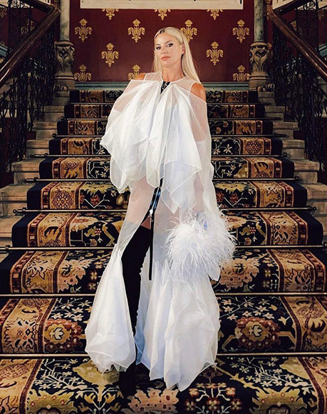 Singer Lyra with L'alingi white multi feather pouch