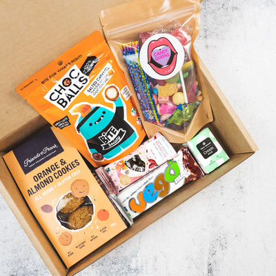 https://cdn.shopify.com/s/files/1/0273/2294/1533/files/Vegan-Sweets-Hamper-Box-Snacks-Sq.mp4?v=1613359760