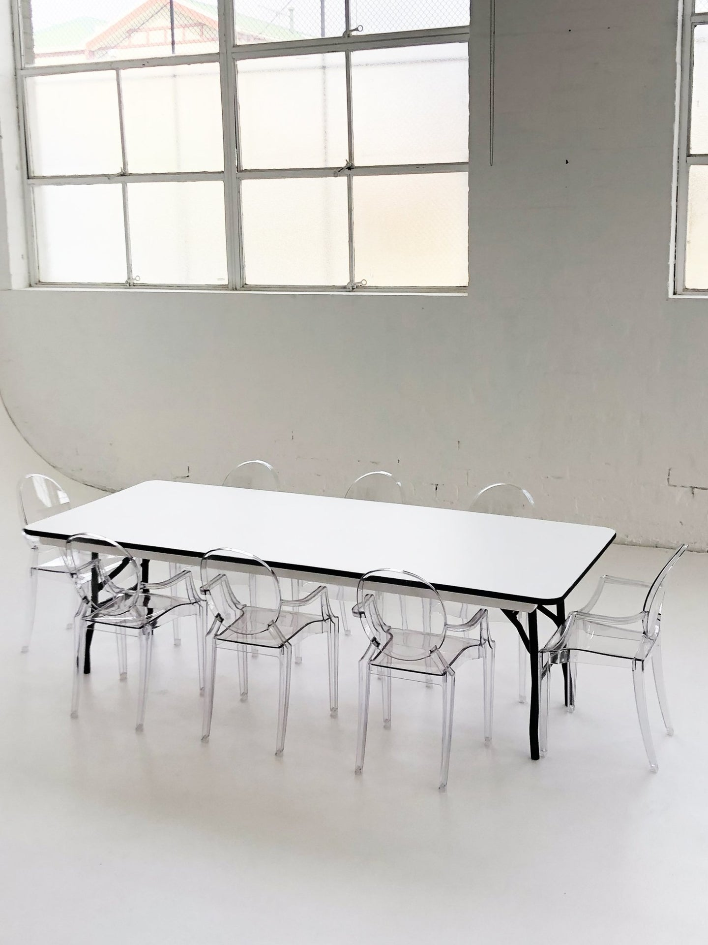 8 Ghost Chairs & 1 Rectangle Table - The Setup