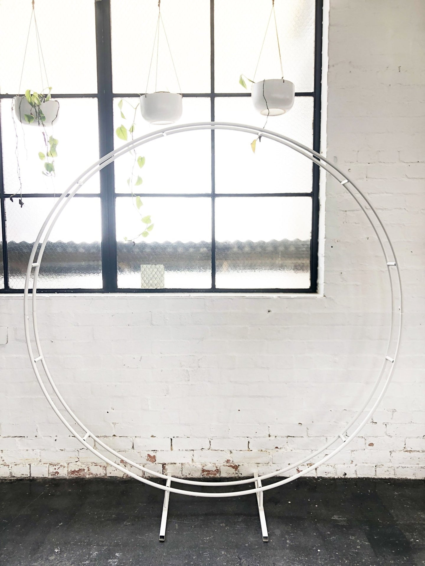 Circular Double Ring White - The Setup