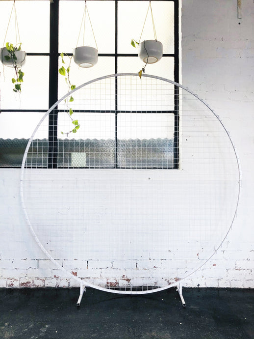 Circular Mesh Wall White - The Setup