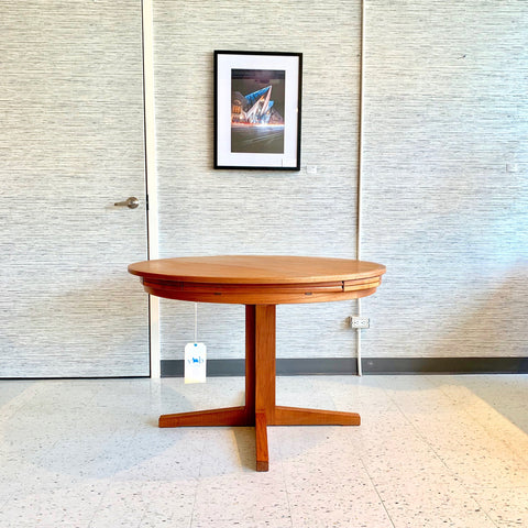 Dyrlund Flip Flap Dining Table from VHB Collection