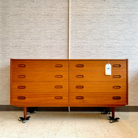 Elegant Danish Modern Teak 8 Drawer Dresser By Dyrlund