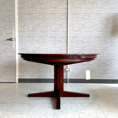 Mid-Century Expanding Round Rosewood Lotus Dining Table By Dyrlund
