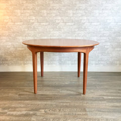 Mid-Century Round Extending Teak Dining Table By Henning Kjaernulf