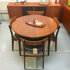 Compact Mid-Century Round Extending Teak Dining Table By Gudme Mobelfabrik