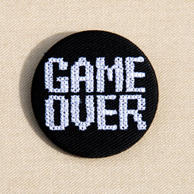 Broche petit format Game over blanc - Do you speak français ?