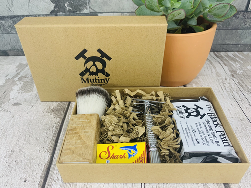 Full Shaving Box with Soap and Brush (Five replacement blades included)