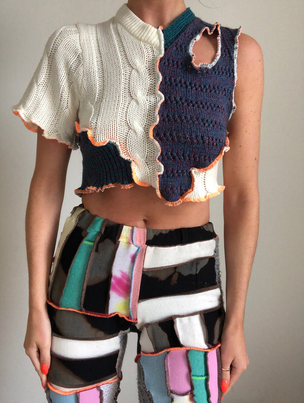 MIXED KNIT TOP WITH CUTOUT