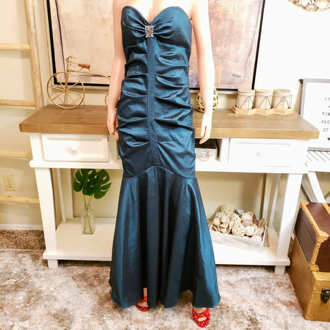 Evening Gown: Fits Size 8