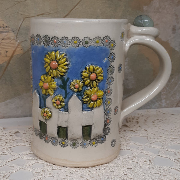 Picket fence mug with crystal