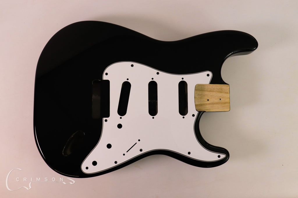 Kit Guitar S-style Black Gloss Finish Front with Pickguard & Trem
