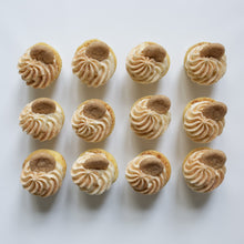 Load image into Gallery viewer, one dozen snickerdoodle cupcakes