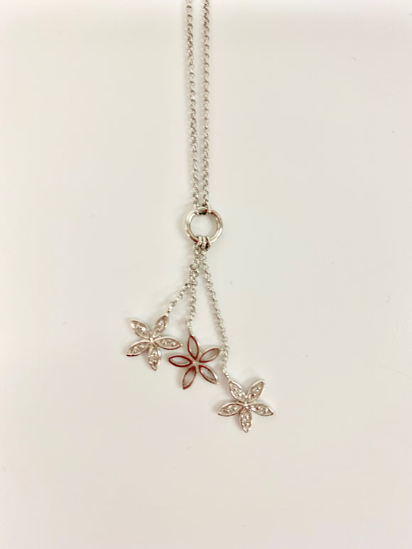 9CT WHITE GOLD & DIAMOND FLOWER NECKLACE