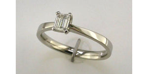 BROWN & NEWIRTH 18CT GOLD & PLATINUM DIAMOND RING