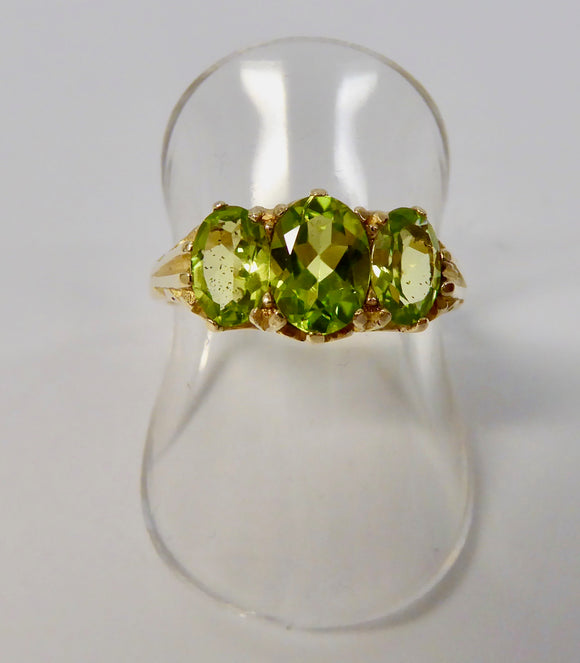 9CT GOLD PERIDOT RING