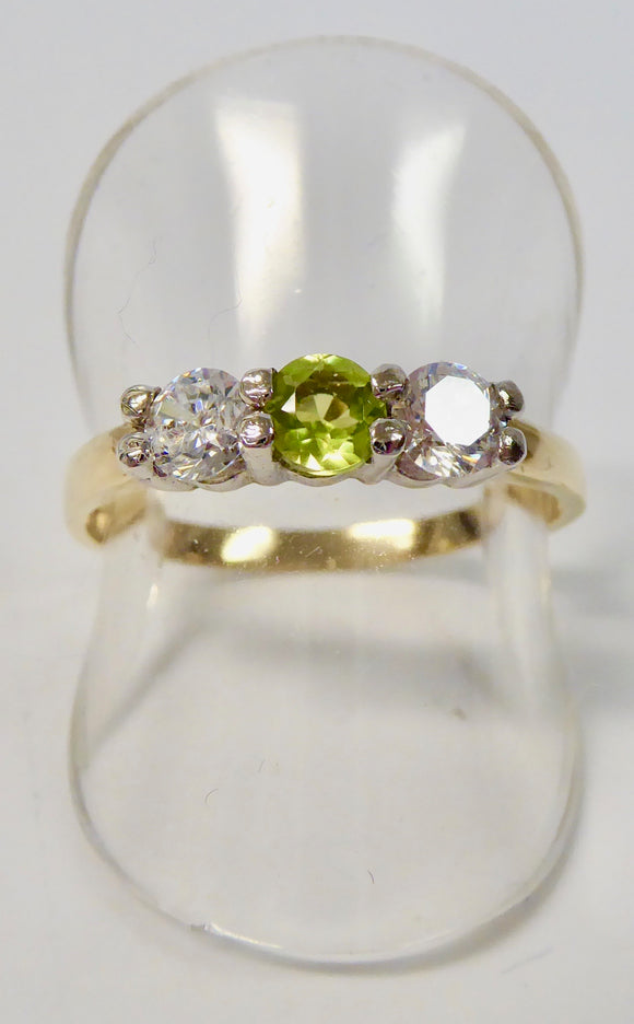 9CT GOLD PERIDOT & CUBIC ZIRCONIA RING