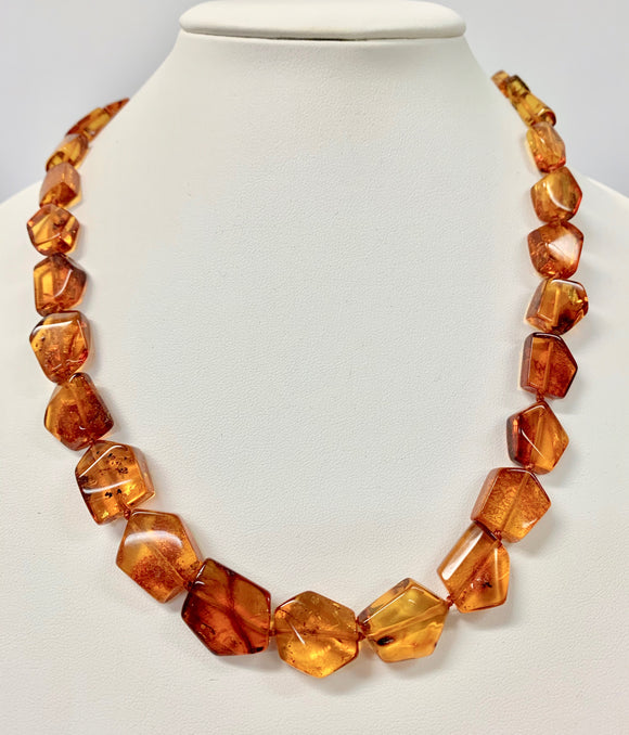 AMBER HEXAGONAL FLAT GRADUATED NECKLACE