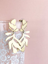 Load image into Gallery viewer, frond earrings - brushed brass