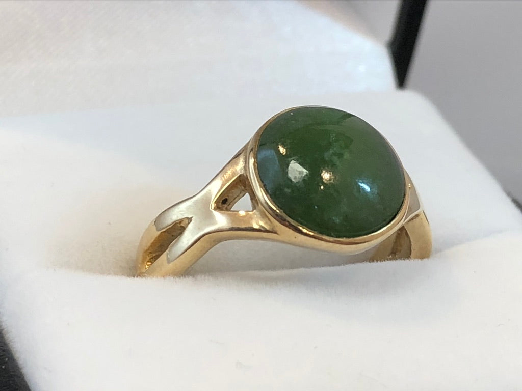 9ct Yellow Gold NZ Greenstone Cabochon Ring
