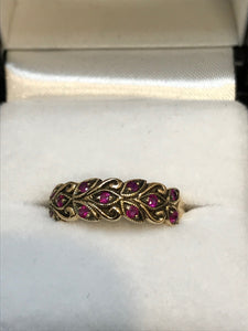 9ct Yellow Gold Ruby Antique Leaf Ring