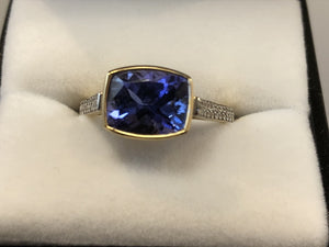 18ct Yellow Gold Tanzanite & Diamond Ring