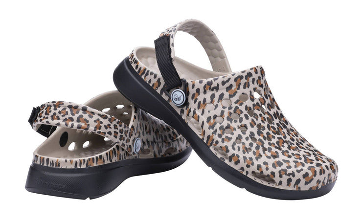 Joybees Womens Modern Clog Graphic Leopard