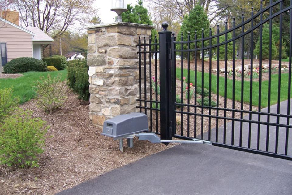 DKS 6050 / 6100 Residential and Commercial Swing Gate