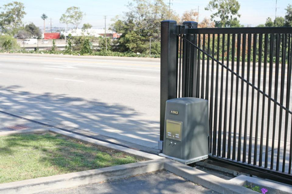 DKS 9000 Commercial and Industrial Slide Gate