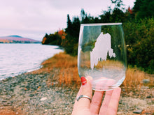 Load image into Gallery viewer, Maine Pine Tree Coast Etched Stemless Wine Glass