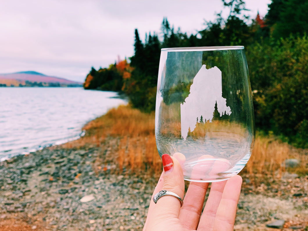 Maine Pine Tree Coast Etched Stemless Wine Glass