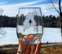 Load image into Gallery viewer, Maine Bicentennial Etched Stemless Wine Glass
