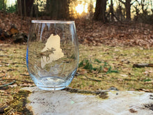 Load image into Gallery viewer, Maine Themed Etched Stemless Wine Glass