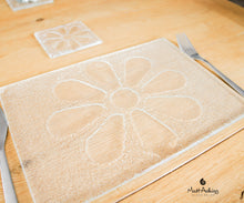 "Load image into Gallery viewer, Set of Daisy Placemat + matching coaster - 30x20cm(11 3/4 x 8 1/4"") and 10cm(4"")"