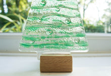 "Load image into Gallery viewer, L Green Glass Tree - 22cm(8 1/2"") with wooden block"