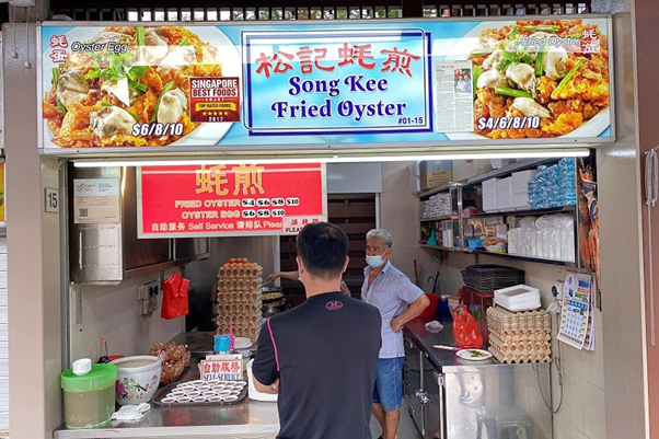 Song Kee Fried Oyster with a customer