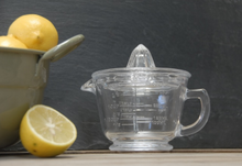 Load image into Gallery viewer, Lemon Juicer - Glass