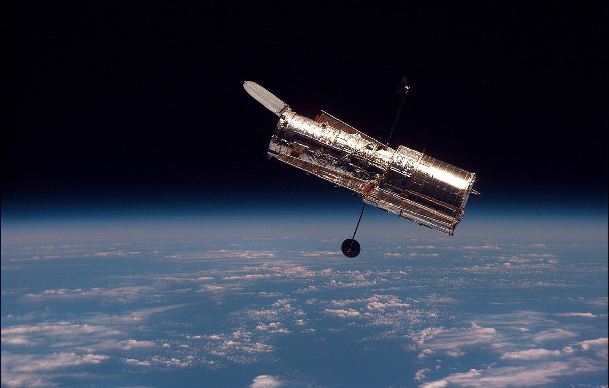 télescope hubble mise en orbite