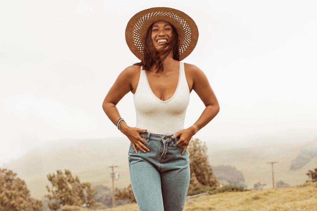 woman smiling in sunhat