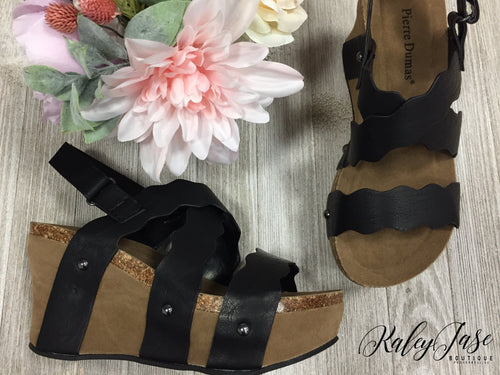 Black Scallop Wedges