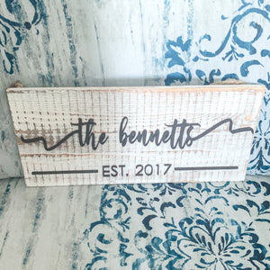 Sign-Pallet Plank White Wash Family Name