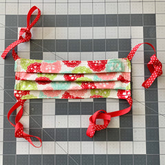 https://ilikebigbuttons.com/blogs/news/face-mask-with-ribbon-using-sewing-clips-tutorial-by-ilikebigbutton-com