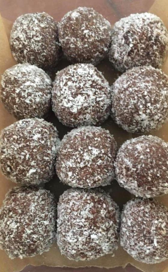 Simple Cacao Protein Balls