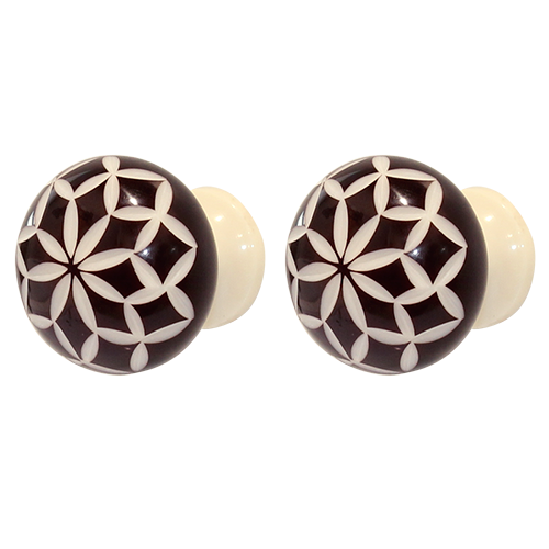Carved ball dark espresso and cream knob